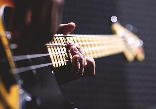 guitarist-playing